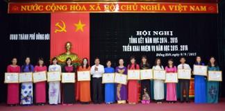 Trao tặng bằng khen của UBND tỉnh cho cán bộ, giáo viên ngành Giáo dục – Đào tạo thành phố Đồng Hới có thành tích xuất sắc trong năm học 2014-2015.