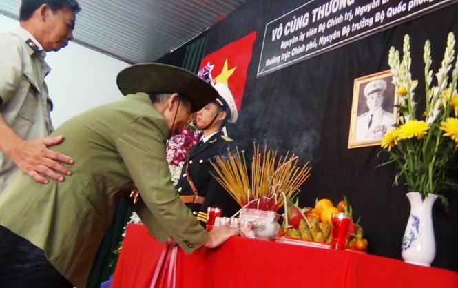 Cựu binh Nguyễn Thủy Trường xúc động trước anh linh Đại tướng.