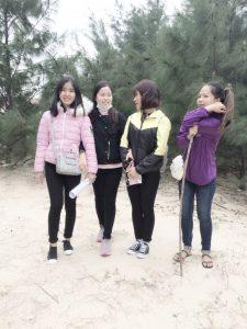 Sinh viên chụp tại Bàu Tró Bảo Ninh
