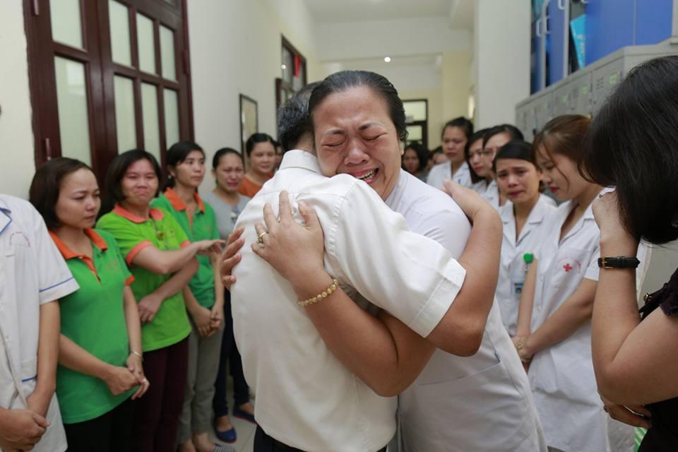 Trước đó ngày làm việc cuối cùng tại Viện Huyết học và truyền máu trung ương trên cương vị quản lý, GS Trí đã có buổi trò chuyện với các đồng nghiệp của mình