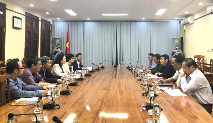 Đồng chí Trần Tiến Dũng, Phó Chủ tịch UBND tỉnh chủ trì buổi làm việc.