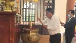 Lãnh đạo TP Đồng Hới dâng hương tại nhà truyền thống thành phố